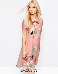 Платье с цветочным принтом и удлиненным подолом Y.A.S - Цветочный