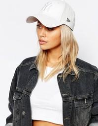 Перфорированная белая кепка в кожаном стиле New Era - Белый