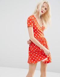 Приталенное платье мини в горошек с запахом ASOS - Красный