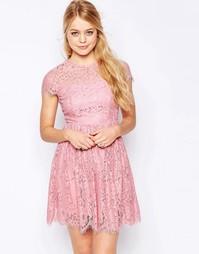 Короткое приталенное платье с высокой горловиной и кружевом Glamorous