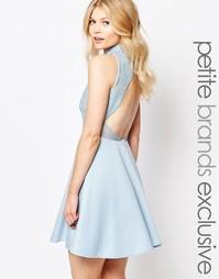 Короткое приталенное платье с открытой спинкой и отделкой пайетками в John Zack Petite