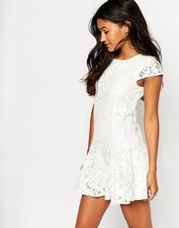 Кружевное короткое приталенное платье Boohoo - Белый