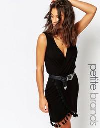 Платье с перекрестным дизайном и отделкой кисточками Boohoo Petite