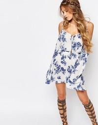 Платье с вырезами на плечах и цветочным принтом Honey Punch - Белый