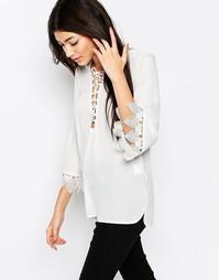 Блузка с шнуровкой спереди и кружевной отделкой Wyldr Jenna