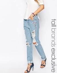 Рваные джинсы бойфренда с цветочной вышивкой Liquor And Poker Tall