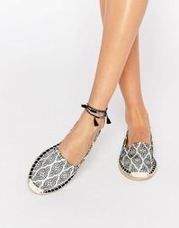Туфли-эспадрильи с принтом Vero Moda - Черный узор