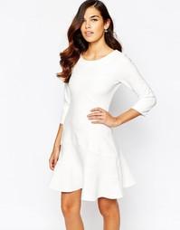 Приталенное платье с длинными рукавами и свободной юбкой Closet