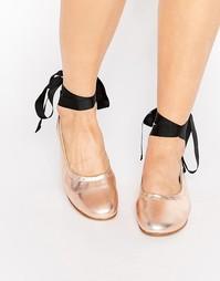 Кожаные балетки цвета металлик с завязками KG By Kurt Geiger Kitty