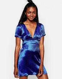 Синее атласное платье с короткими рукавами Motel - Синий
