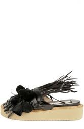 Кожаные шлепанцы на сплошной резиновой подошве с отделкой из перьев и шерсти No. 21