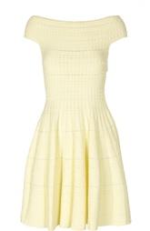 Приталенное вязаное платье с открытыми плечами Alexander McQueen