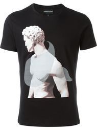 футболка с принтом статуи Emporio Armani