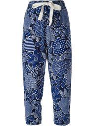 укороченные брюки с цветочным принтом  Erika Cavallini