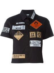укороченная рубашка с нашивками KTZ
