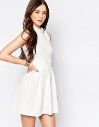 Короткое приталенное платье с высокой горловиной Wal G - Белый