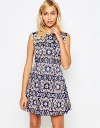 Короткое приталенное платье с цветочным принтом Madam Rage