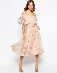 Платье миди для выпускного с цветочным принтом, открытыми плечами и рю Asos