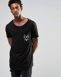Удлиненная футболка с эластичной горловиной и принтом на груди ASOS