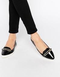 Черные туфли на плоской подошве с заостренным носком Love Moschino