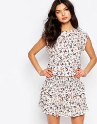 Многоярусное платье с цветочным принтом Y.A.S - Белый