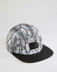 5‑панельная кепка с принтом змеиной кожи ASOS - Серый