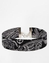 Ожерелье-чокер из ткани с принтом пейсли ASOS - Черный