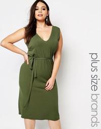 Платье миди в рубчик с завязкой на талии Club L Plus Esentials - Хаки