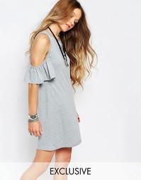 Платье с открытыми плечами и оборкой Glamorous - Серый меланж