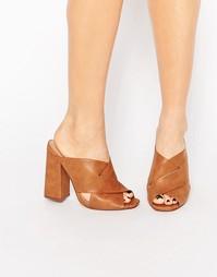 Сандалии на каблуке без задника с перекрестным дизайном Lost Ink Rita