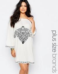 Платье с открытыми плечами и вышивкой Boohoo Plus - Слоновая кость