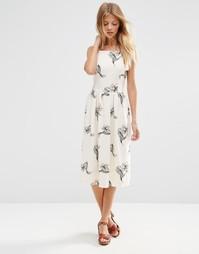 Платье миди с высоким воротом и цветочным принтом ASOS Occasion