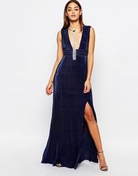 Плиссированное платье макси с глубоким вырезом Missguided