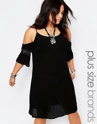 Платье из жатой ткани с открытыми плечами Missguided Plus - Черный