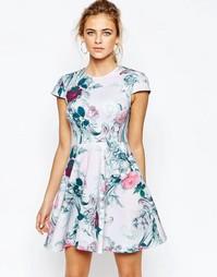 Короткое приталенное платье с цветочным принтом Ted Baker Kieley