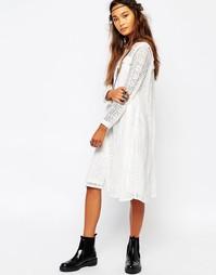 Свободное платье с кружевной вставкой спереди Navy London - Белый