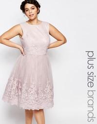 Платье миди для выпускного с вышитым кружевом Chi Chi London Plus