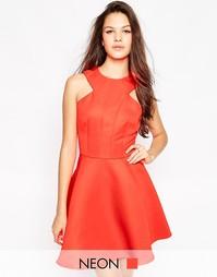 Короткое приталенное платье с вырезами у горловины AX Paris