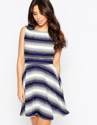 Короткое приталенное платье в полоску Yumi
