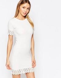Цельнокройное платье с кружевной отделкой Club L - Белый
