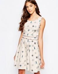 Короткое приталенное платье с плиссированной юбкой Yumi - Песок