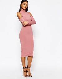Платье в рубчик с высоким воротом и открытыми плечами Club L