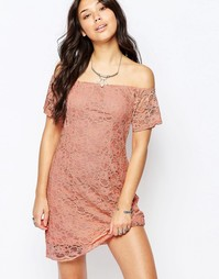 Кружевное платье с открытыми плечами Glamorous - Пыльно-розовый