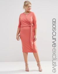 Платье миди из крепа с запахом и вырезом сзади ASOS CURVE - Розовый