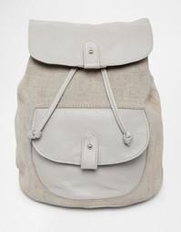Рюкзак из кожи и замши с тисненым крокодиловым рисунком ASOS - Серый