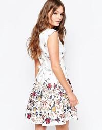 Платье с завязкой сзади и цветочным принтом Closet - Белый