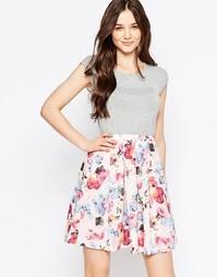 Платье без рукавов с контрастной юбкой QED London - Розовый