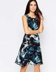 Короткое приталенное платье с принтом Sugarhill Boutique Livvy