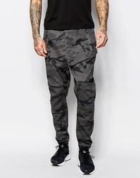 Спортивные камуфляжные штаны с заниженным шаговым швом ASOS - Серый