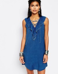 Платье в джинсовом стиле с оборками и завязкой спереди Stitch & Pieces